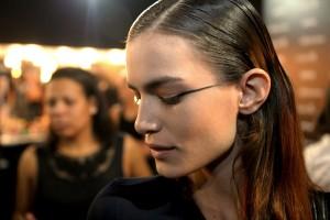 Maquiadora Fabiana Gomes entrega truques para criar make minimalista