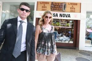 Kate Moss passeia pelo Rio e conhece um estilo musical bem brasileiro