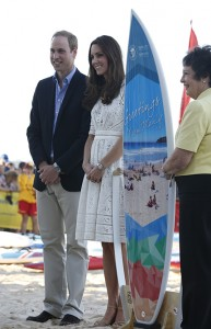 Kate Middleton visita salva-vidas na Austrália e veste estilista local