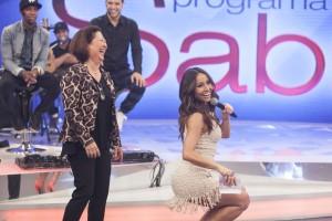 """Mãe de Sabrina Sato dança funk em programa e confessa: """"Levei um susto"""""""