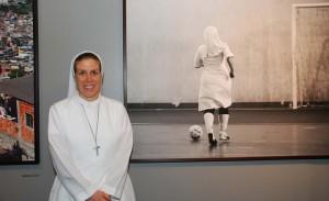 """Exposição de fotos """"Donas da Bola"""", trata do universo feminino no futebol"""