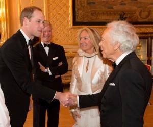 Filantropo não assumido, Ralph Lauren é celebrado em gala de príncipe William