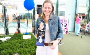 Anna Pegova presenteia glamurettes com kits exclusivos durante piquenique