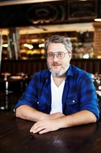 Benny Novak comanda noite que mistura gastronomia com cinema