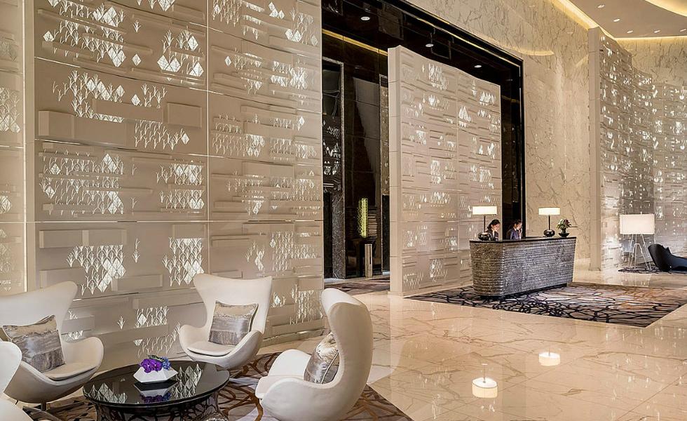 Guangzhou - Essa cidade da China abriga um Four Seasons que deixa qualquer um de queixo caído. A torre em que fica o hotel conta com um lobby espaçoso e moderno, com reflexos luminosos nas paredes que lembram escritas antigas