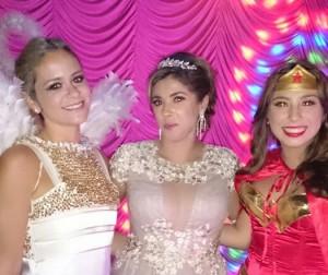 c9f4e5926 Letícia Bueno comemora aniversário com festa à fantasia em SP