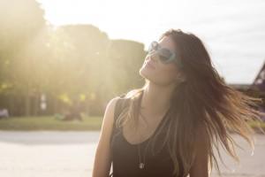 Isabeli Fontana segue como embaixadora da Vogue Eyewear e grava reality show