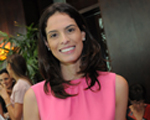 Renata Queiroz de Moraes recebe para tarde de beauté e drinks