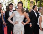 Fendas mil: estrelas mostram as pernas no tapete vermelho de Cannes
