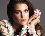 Gucci volta ao mercado de cosméticos e escala Charlotte Casiraghi