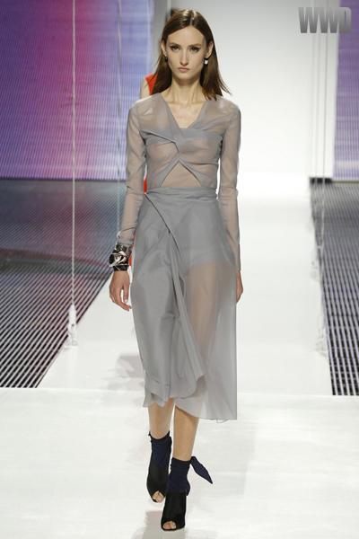 24f9661a089 Dior desfila coleção cruise no Brooklyn com Rihanna na Fila A ...