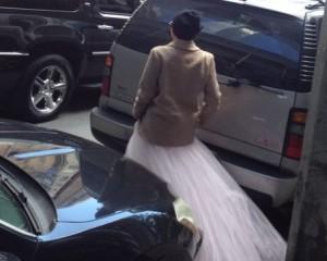 Lady Gaga desce do salto e dá esmola nas ruas de NY. Tem foto!