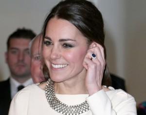 Anel de noivado de Kate Middleton, que já foi de Diana, valorizou e muito