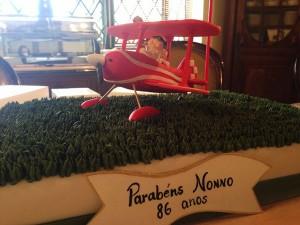 Delfim Netto celebra aniversário com feijoada e bolo surpresa em família