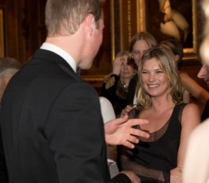 Príncipe William recebe lindas mulheres sem a presença de Kate
