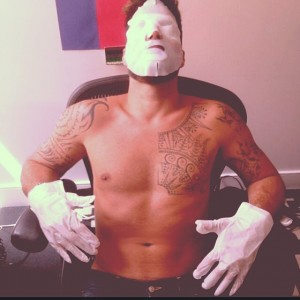 Ricky Martin mostra como mantém a beleza aos 42. Hidrata até os cílios