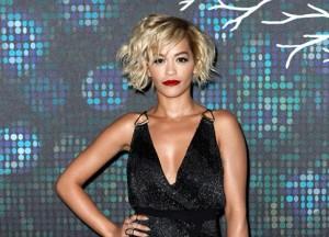 Em Cannes, Rita Ora faz performance para turma de starlets
