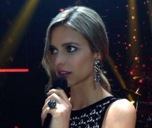 Fernanda Lima ganha festa surpresa nos bastidores do Projac