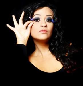 Tulipa Ruiz revisita suas músicas antigas em lançamento neste mês