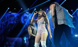 Confira os melhores momentos do show de lançamento do DVD da Anitta