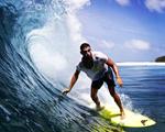 Olha a onda! Cauã Reymond só quer saber de surfar… E nas Maldivas!