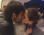 Depois de rumores de separação, Kaká e Carol Celico se beijam para rede social
