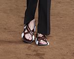 Prada desfila sandália como tendência masculina em Milão