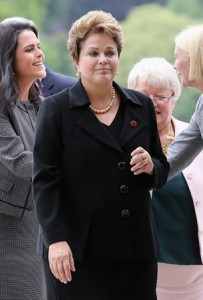 "Dilma segue a cartilha de Lula e fica ""distante"" da Copa do Mundo"
