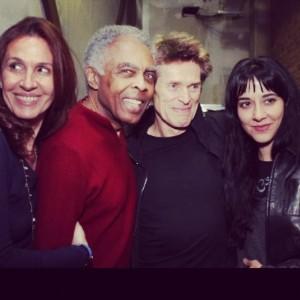 Willem Dafoe comemora aniversário em show de Gilberto Gil