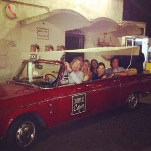 """Imagem do dia! Família Setubal """"dirige"""" carro vintage em Capri"""