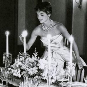 Comemore o aniversário de Jackie Kennedy inspirando-se no seu estilo