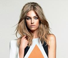 Top Samantha Gradoville é a estrela da campanha de Carina Duek