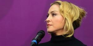 Madonna é intimada pela justiça americana e dá seu show. Entenda