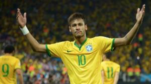 Neymar fatura alto, mas não rouba trono de CR7 como jogador mais bem pago