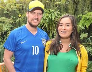 Na Bud Mansion, glamurettes lembram mundiais de futebol passados