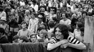 Fotógrafo relembra os anos loucos de Woodstock com mostra em Londres