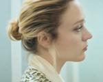Chloë Sevigne em clima sombrio no curta da SSENSE. Play!