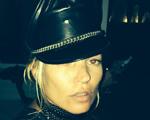 Mert Alas entrega: Kate Moss está em Ibiza para festa de Riccardo Tisci