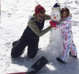 Ara Vartanian e Sabrina Gasperin: ski com a pequena Lily nos Andes