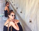 Com o pai em Ibiza, irmãs Alterio viajam pela Turquia