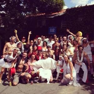 Arena Carrera une Copa e Carnaval em festa com bloco de rua