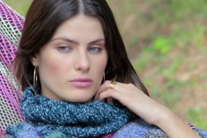 Isabeli Fontana estrela websérie para Vogue Eyewear. Vem ver o primeiro episódio!