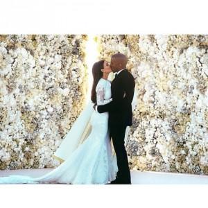 Kim Kardashian e Kanye West dão calote em hotel por causa do sinal do celular. Oi?