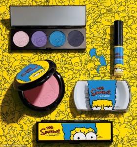 Marge Simpson é inspiração da M.A.C para linha de maquiagem. Vem ver!