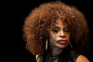 """Elza Soares aposta na e-music em seu novo show: """"Vai ser uma loucura"""""""