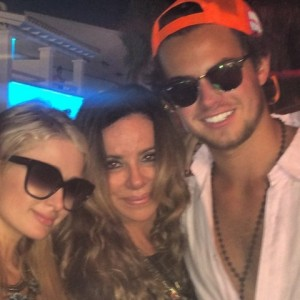 """Paris Hilton frenética no WhatsApp com seu namorado """"made in Brazil"""""""