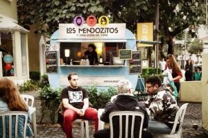 Exposição de carros antigos, discotecagem e food trucks agitam a Oscar Freire