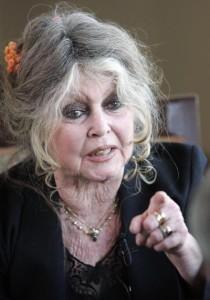 Brigitte Bardot apoia candidata de extrema-direita da França