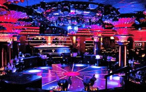 Brasileiros gastam 500 mil euros em uma noite em Saint-Tropez. Como?