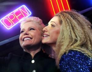 Xuxa e Letícia Spiller: uma seflie para lembrar de outros carnavais